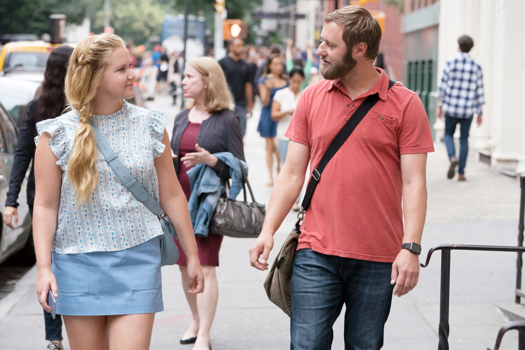I FEEL PRETTY, from left: Amy Schumer, Rory Scovel, 2018. ph: Mark Schafer/  STX Entertainment /Courtesy Everett Colletion