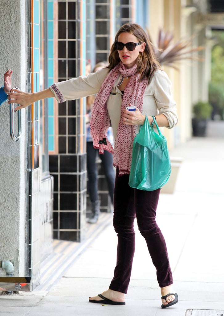 Jennifer Garner Shops and Smiles With Her Sister