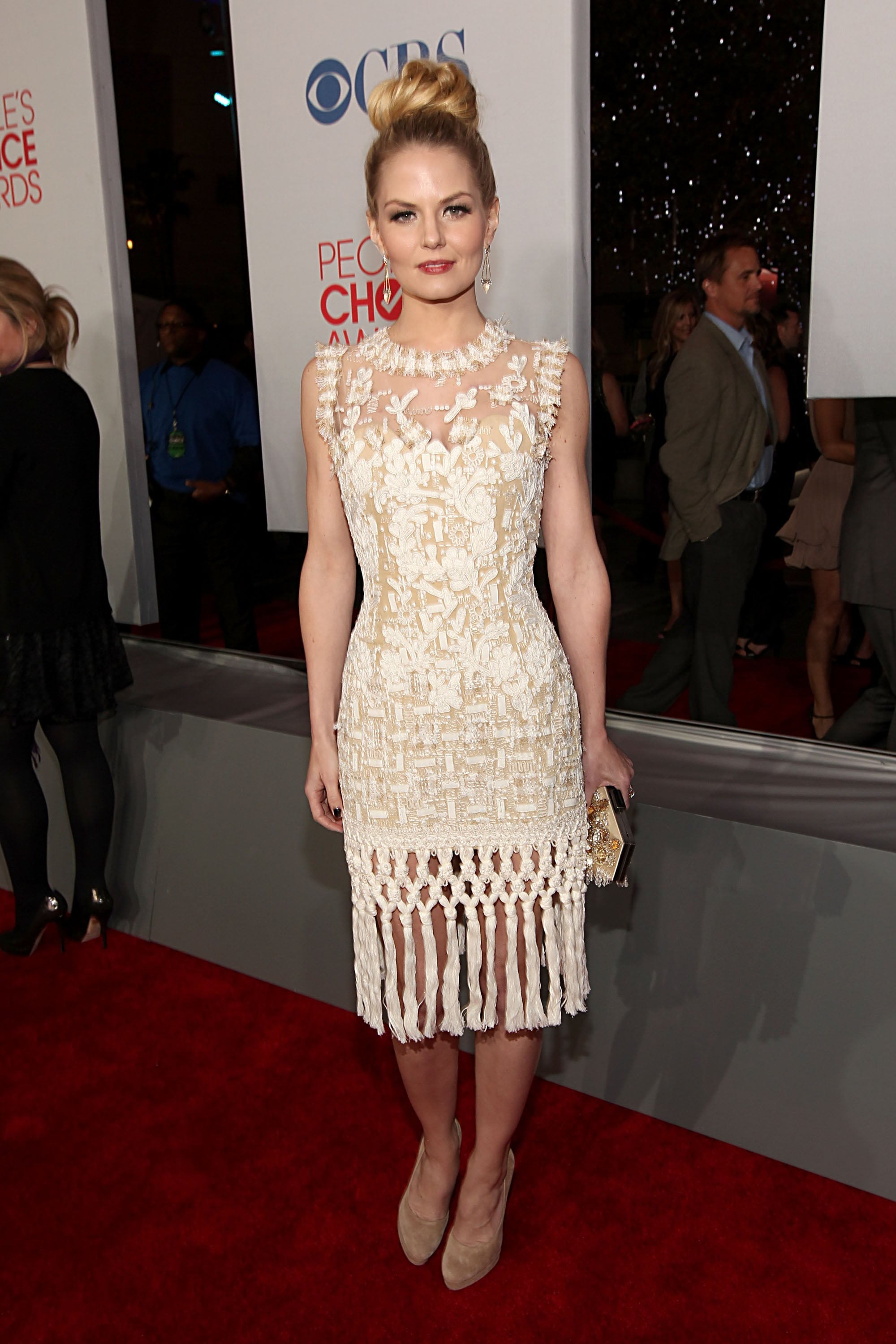Jennifer Morrison wearing white at the People's Choice Awards.