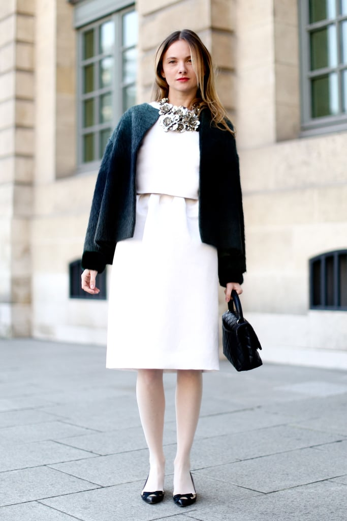 Sleek separates gave this ladylike look a minimalist touch.