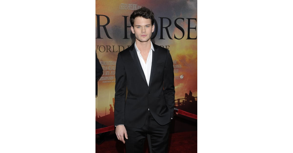 Jeremy irvine arrived at the avery fisher hall in nyc for 18 8 salon irvine