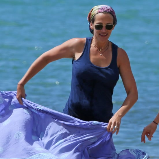 Julia Roberts Paddleboards in Hawaii   Pictures
