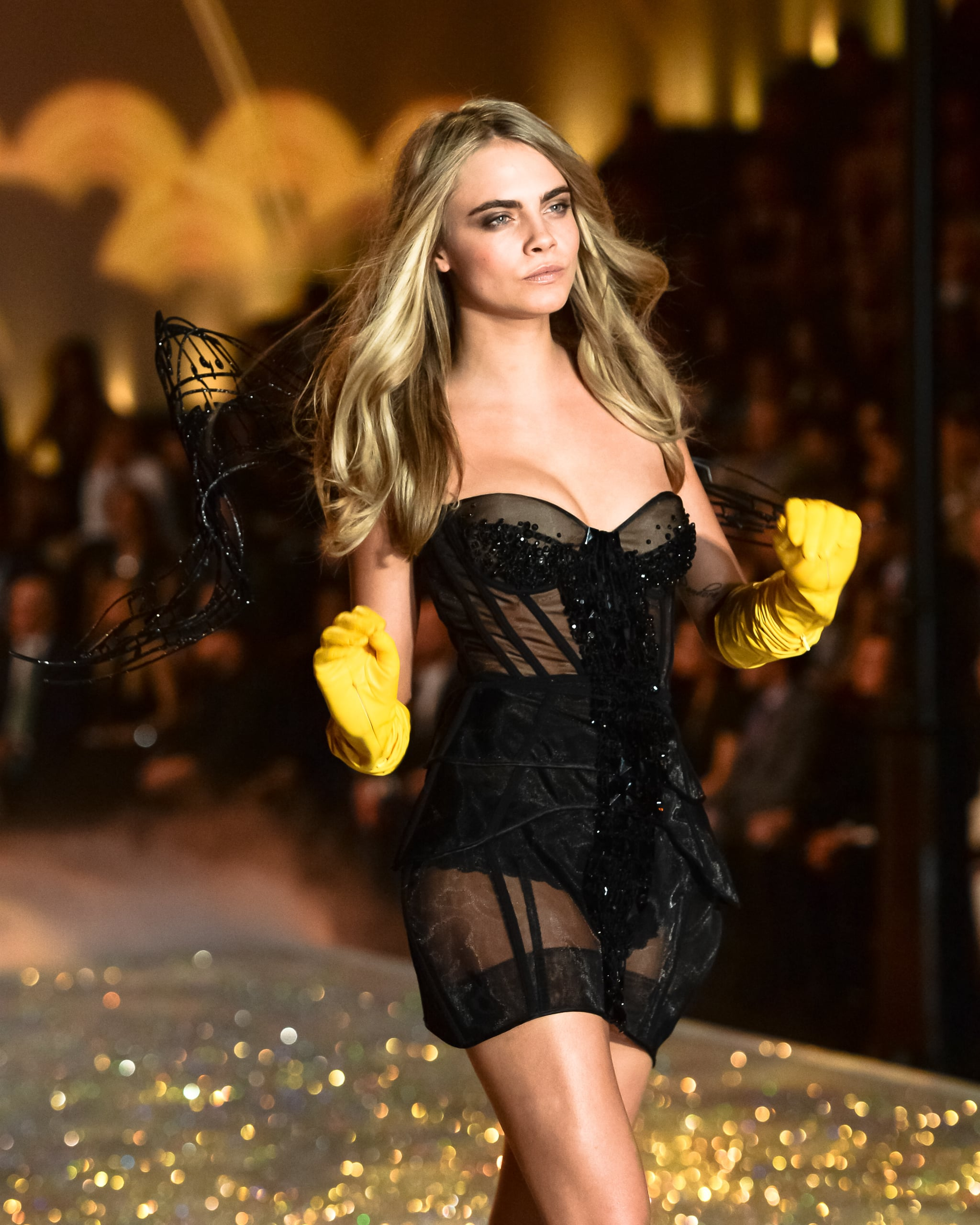 Cara Delevingne Bombshell Beauty Moments On The Victoria S