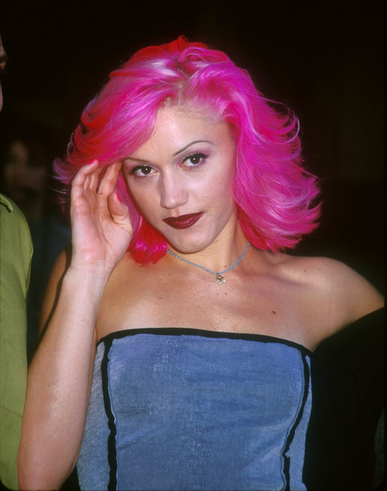 Gwen-Stefani-With-Pink-Hair.jpg