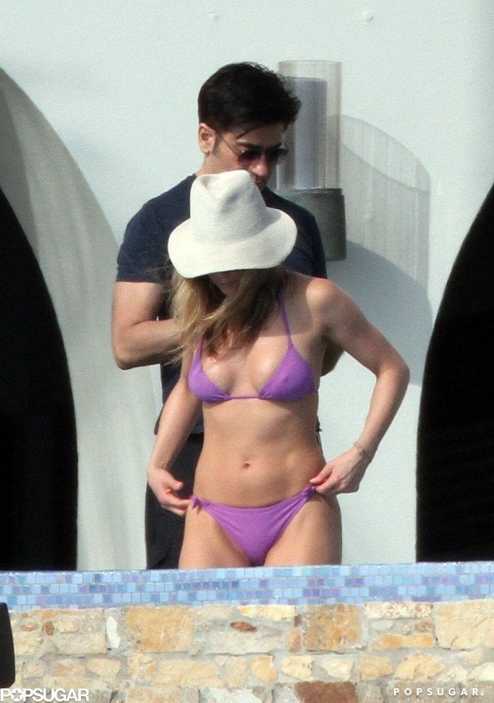 In November 2010, Jennifer went with a bright purple bikini in Mexico.