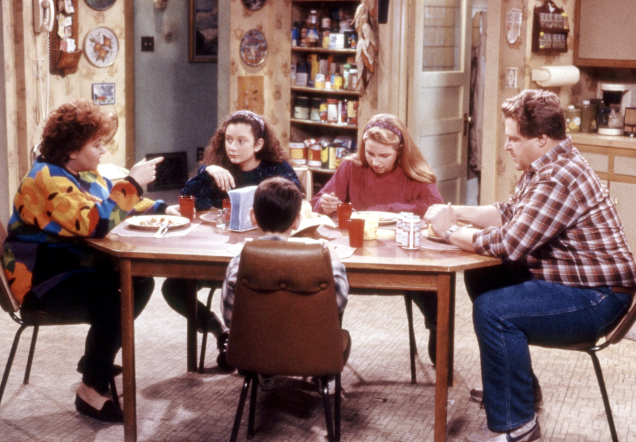 ROSEANNE, Roseanne, Sara Gilbert, Michael Fishman, Alicia Goranson, John Goodman, Season 3, 1988-1997.  Carsey-Werner / Courtesy: Everett Collection.