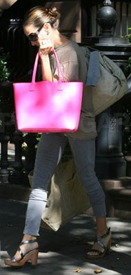 Sarah Jessica Parker Carries Pink Bag in NYC