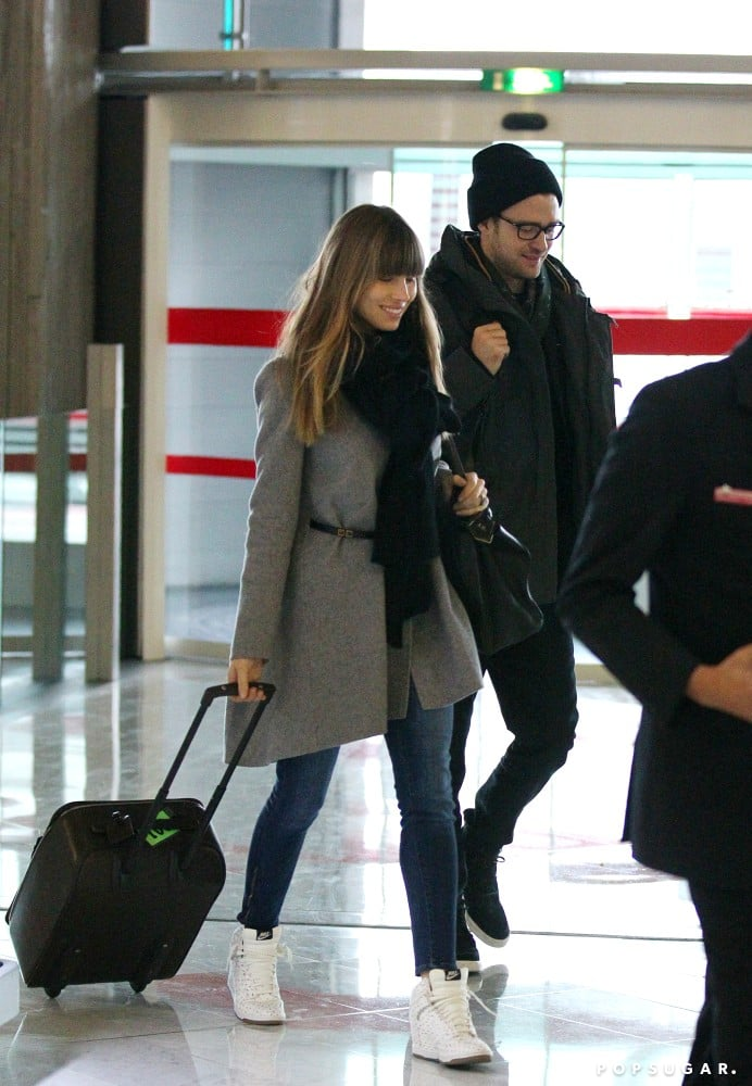 Justin Timberlake and Jessica Biel traveled through the airport in Paris.