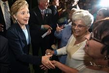 Clinton Limits Palin Criticism While Campaigning