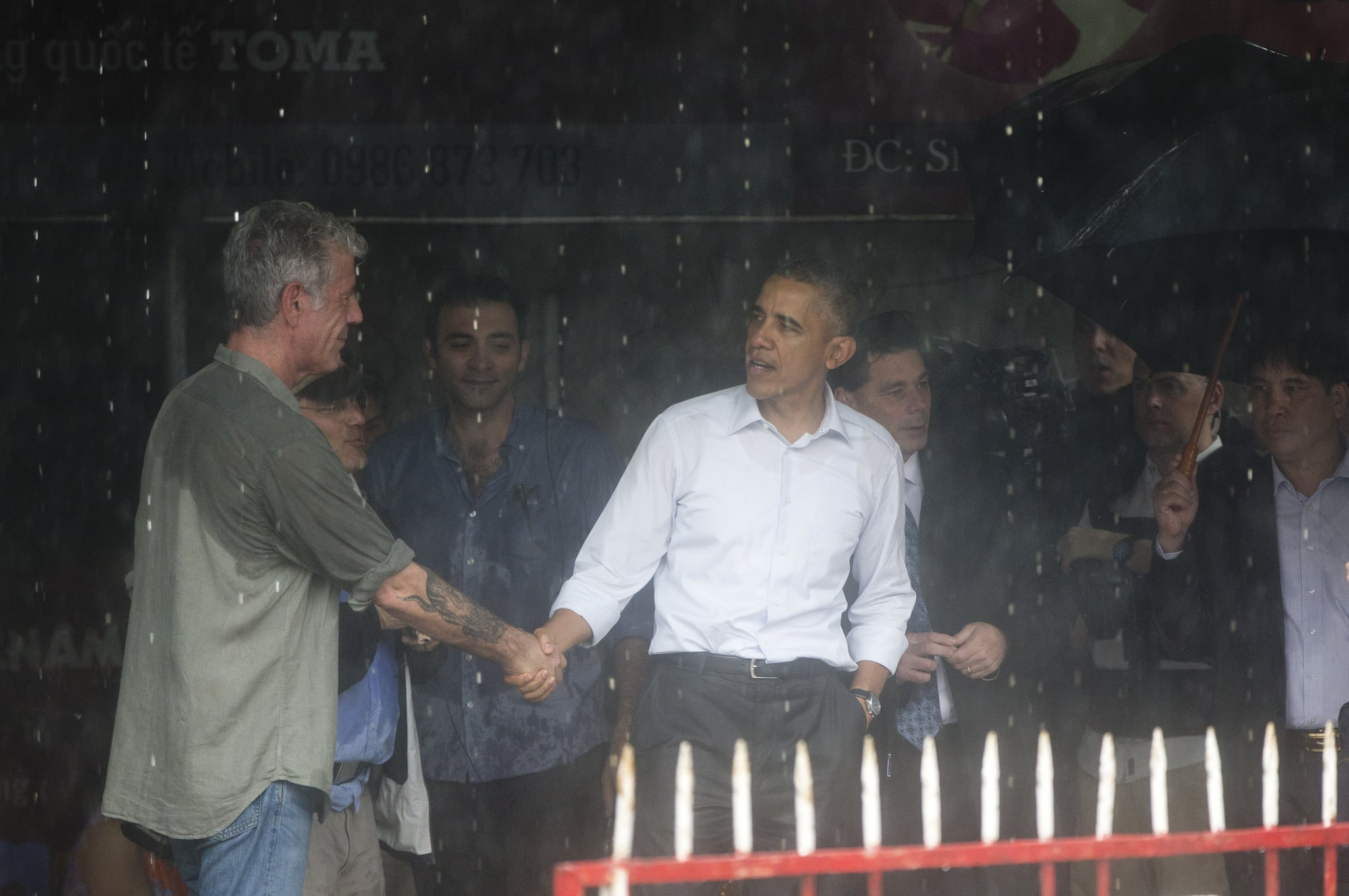 U.S. President Barack Obama shakes hands with American Chef Anthony Bourdain after visiting with him in a shopping area in Hanoi, Vietnam, Tuesday, May 24, 2016. President Barack Obama taped the second part of an interview with CNN personality Anthony Bourdain before leaving the Vietnamese capital for Ho Chi Minh City on Tuesday. (AP Photo/Carolyn Kaster)