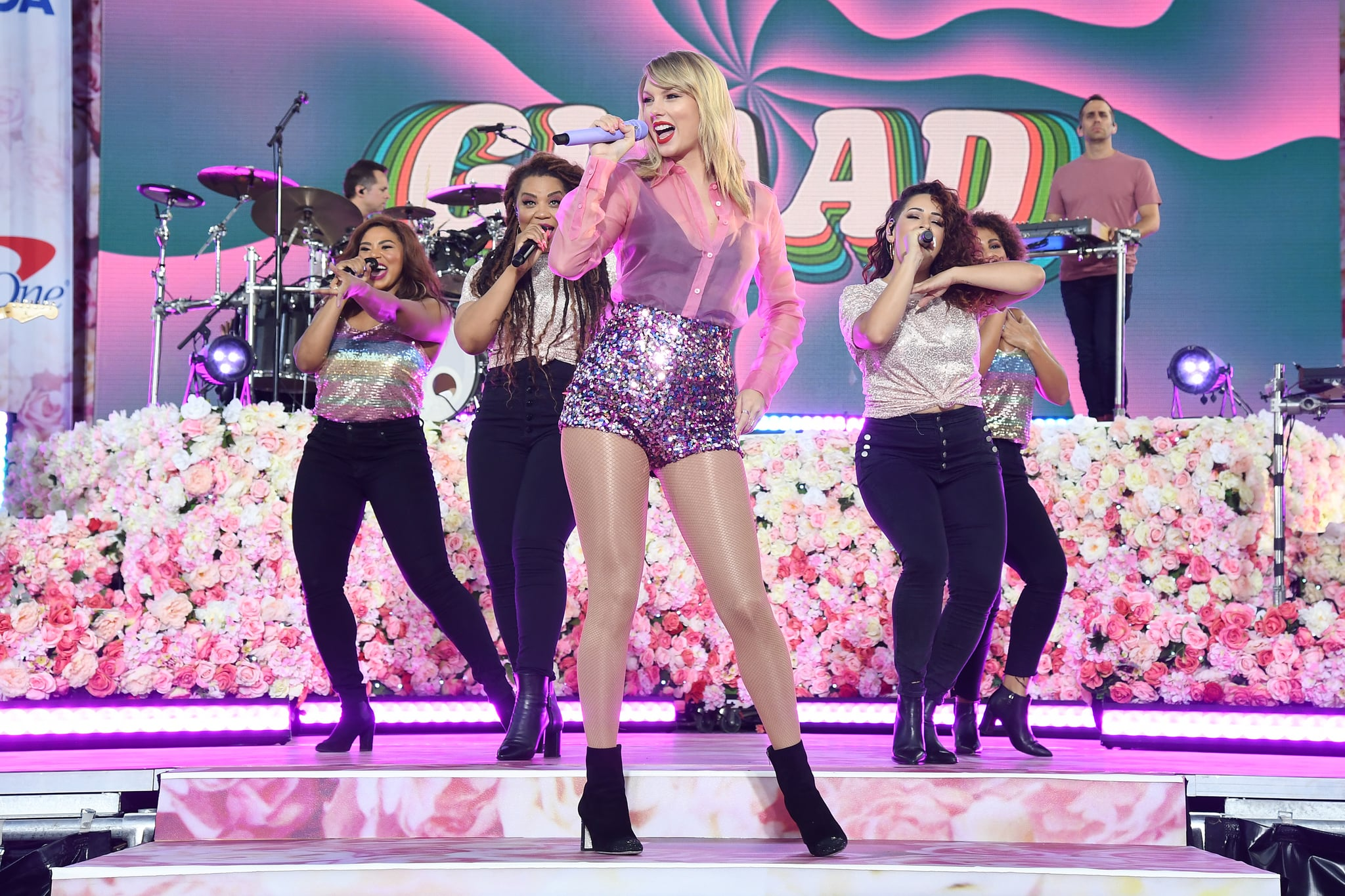 NEW YORK, NEW YORK - AUGUST 22: Taylor Swift performs on ABC's