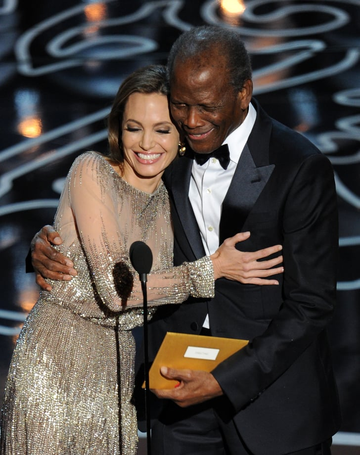 Angelina Jolie Hugged Sidney Poitier further Jennifer Lawrence En Dior as well Naomi Watts En Calvin Klein moreover Article17189795 together with Dreams Music Teleprompter Flubs From The Oscars. on sidney poitier and angelina jolie oscars 2014