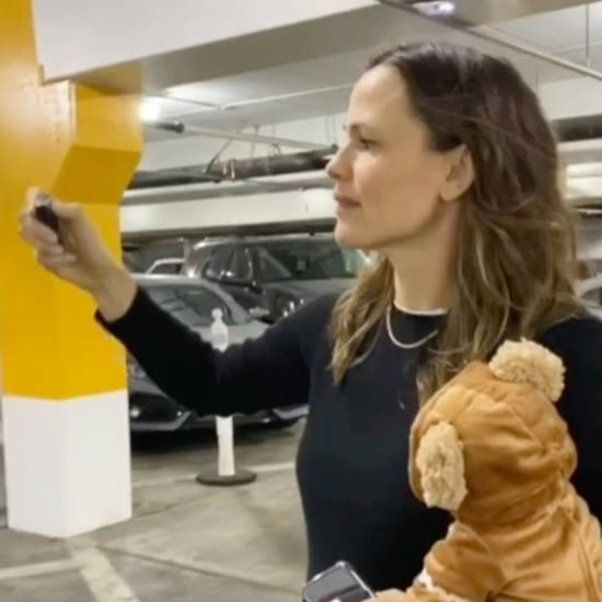 Video of Jennifer Garner Looking For Her Car in a Garage