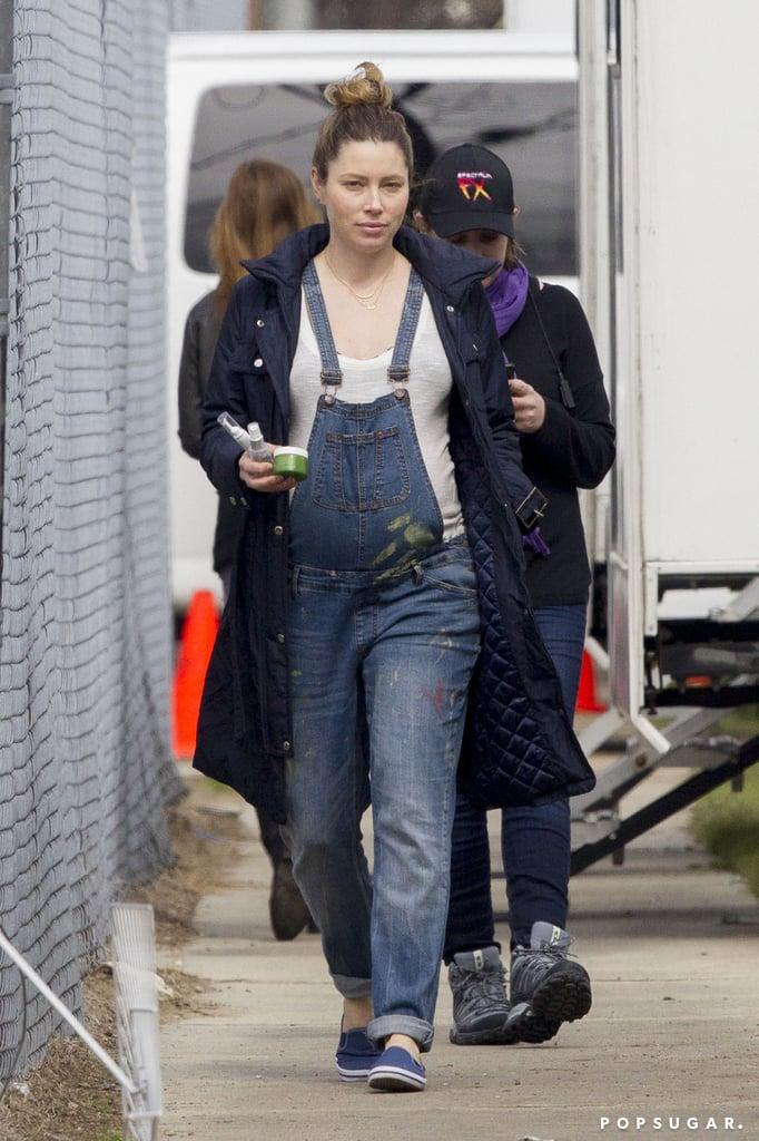 Jessica Biel Pregnant In Overalls Popsugar Celebrity Photo 2