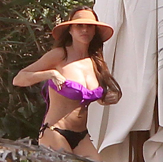 Sofia Vergara Bikini in Mexico on Christmas Eve Pictures