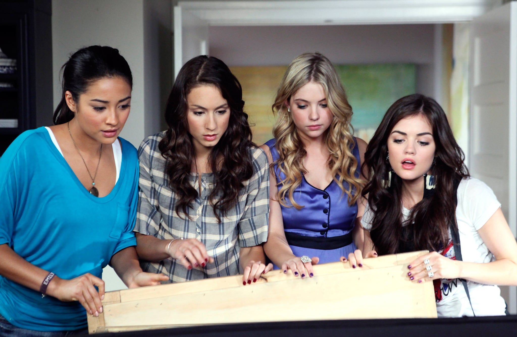 interview sara shepard about pretty little liars popsugar share this link