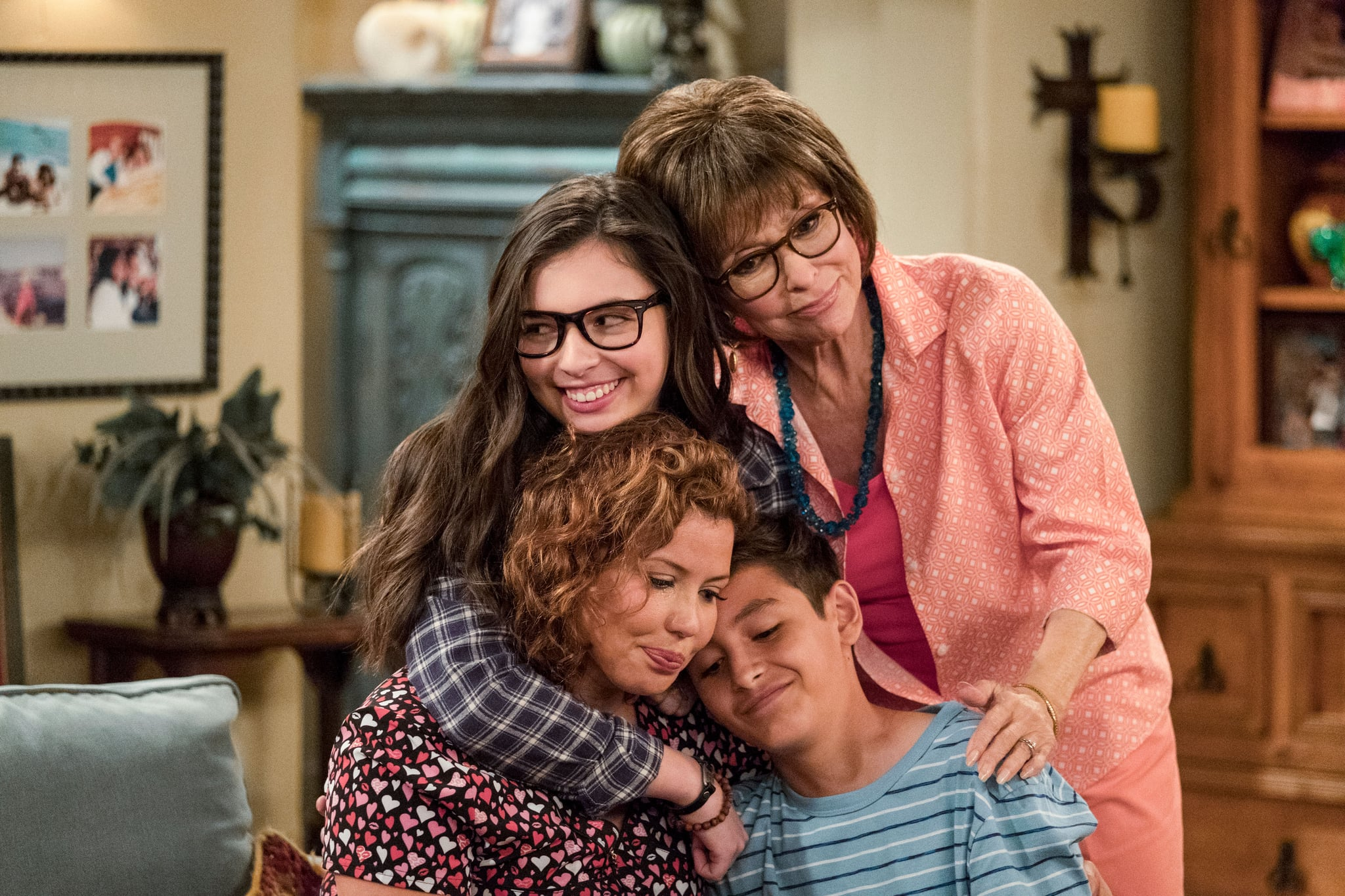 ONE DAY AT A TIME, Justina Machado, Isabella Gomez, Rita Moreno, Marcel Ruiz, (Season 2, Episode 202, aired January 26, 2018), ph: Adam Rose / Netflix / courtesy Everett Collection