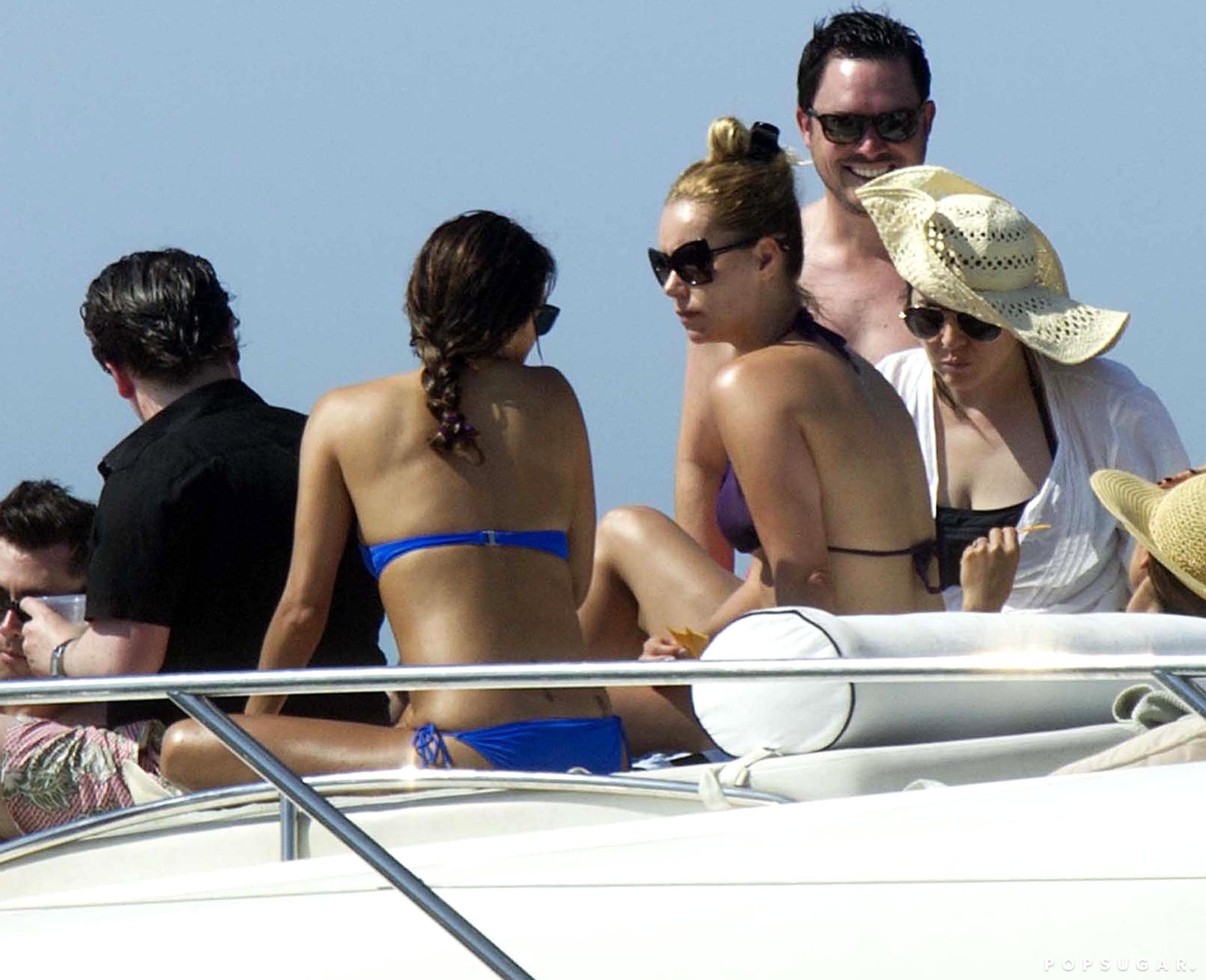 Eva wore a blue bikini in Mexico.