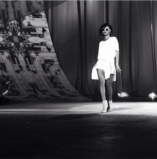 Rhianna stalking the catwalk like a total pro. Twitter user: @nomdadrj