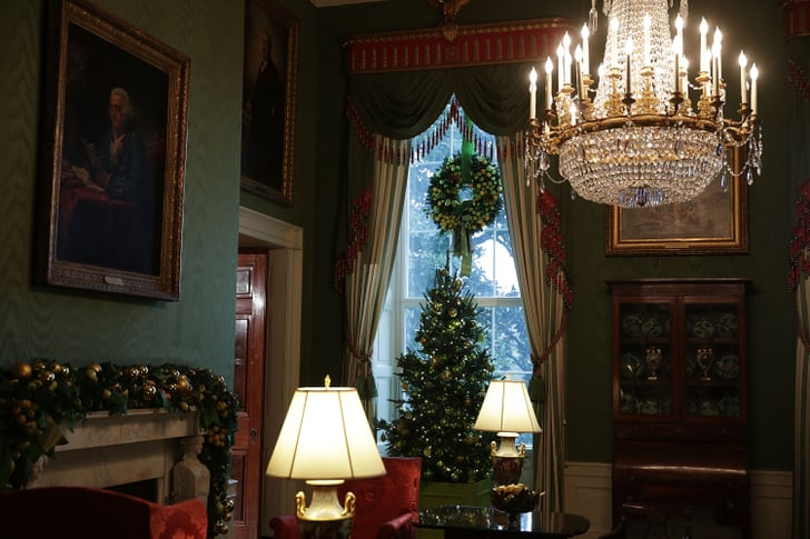 M & N Auto >> Garlands across the mantel, a wreath hanging from the top of the | White House Holiday ...