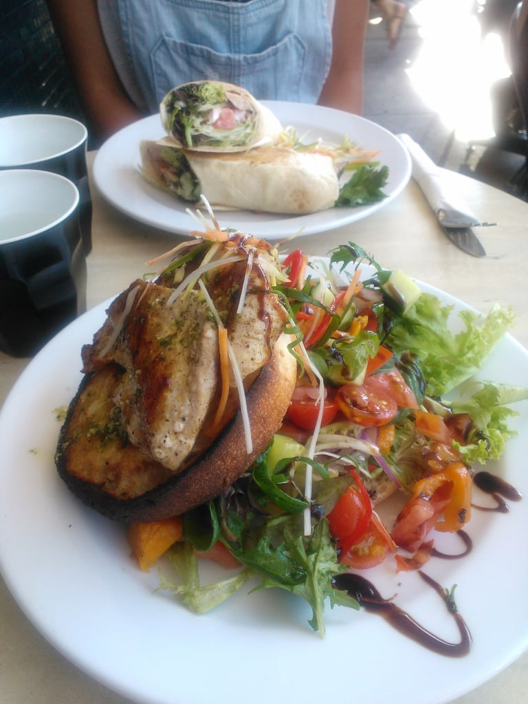 Sydney weather was gorgeous on Sunday so I headed straight to Coogee Beach to catch up with one of my closest friends. Lunch was an open sandwich with grilled chicken from Tropicana.
