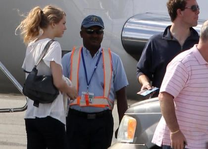 Taylor Swift was spotted boarding her private jet in Turks and Caicos on Friday afternoon (December 24).