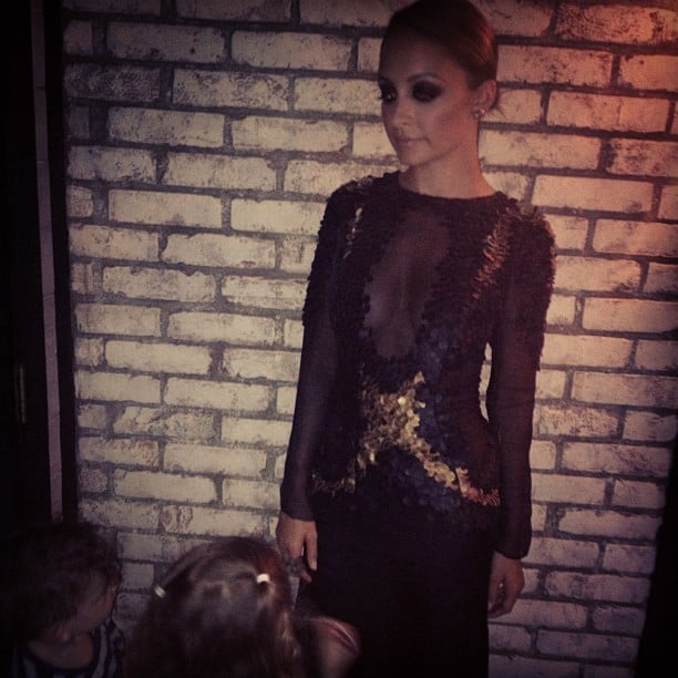 Nicole Richie had some lil admirers — Harlow and Sparrow — while getting dressed for an event. Source: Instagram user joelmadden