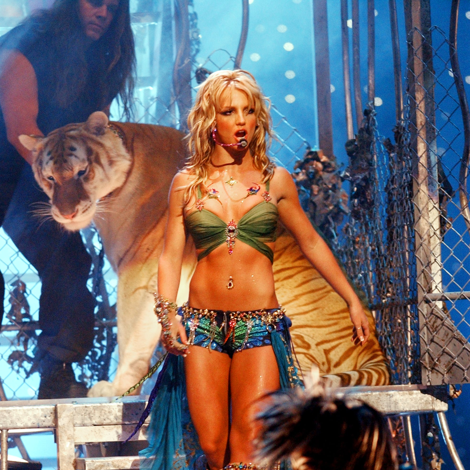 doc-antle-with-tiger-in-britney-spears-2