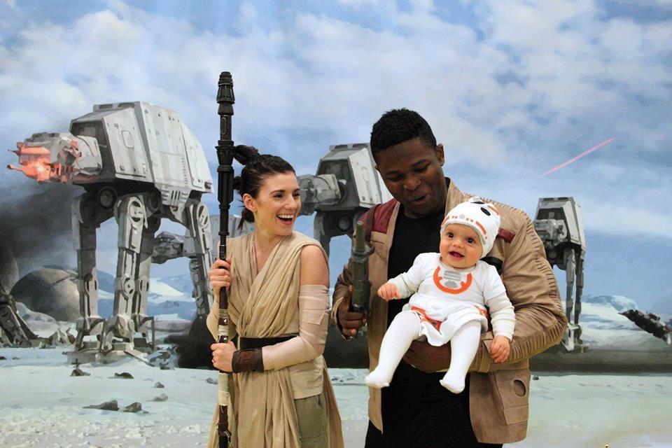 sc 1 st  Popsugar & Family Dresses Up as Rey and Finn With BB-8 | POPSUGAR Tech