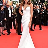 Cindy Crawford walked down the red carpet.