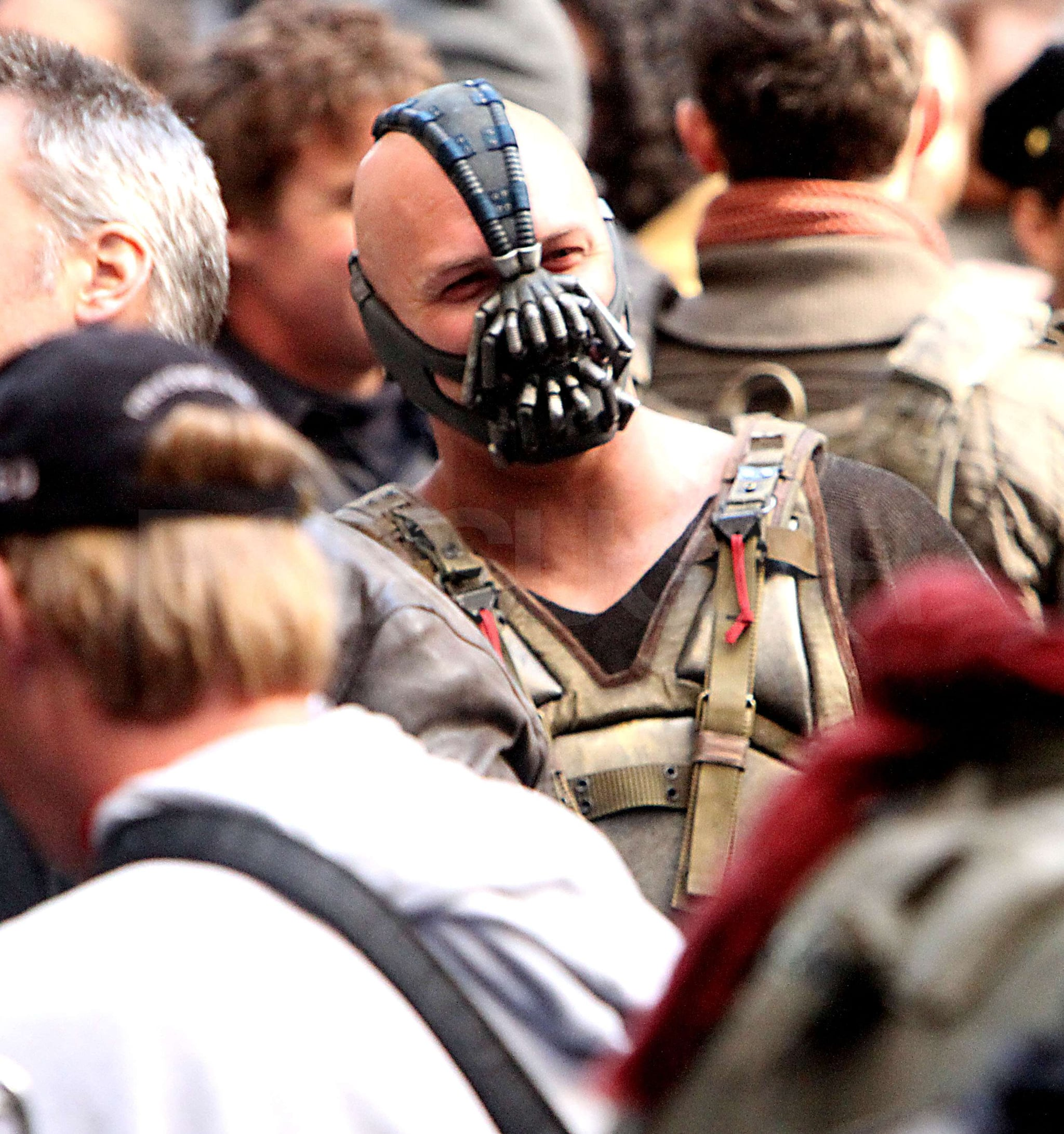 Tom Hardy Wore A Terrifying Face Mask As Bane Anne Christian And Tom Spend Their Days On The Dark Knight Rises Popsugar Celebrity Photo 4