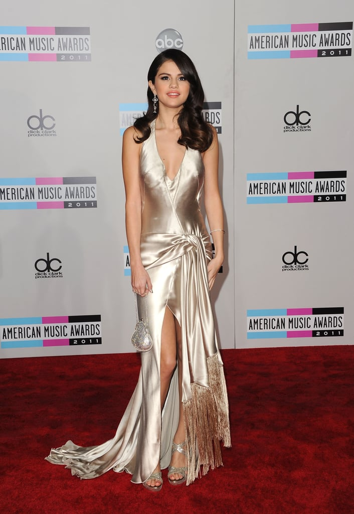 Selena Gomez chose a long dress for the American Music Awards.