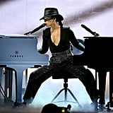 Alicia Keys played two pianos at the same time during her 2019 performance.