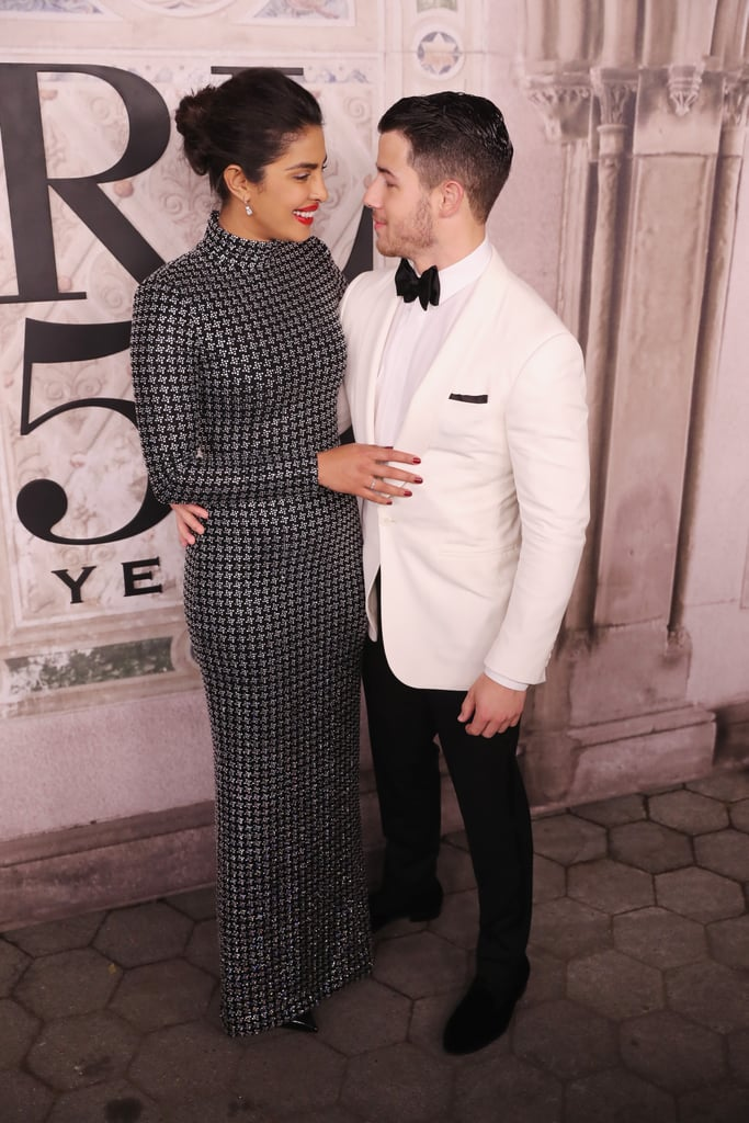 Nick Jonas Looking at Priyanka Chopra Pictures