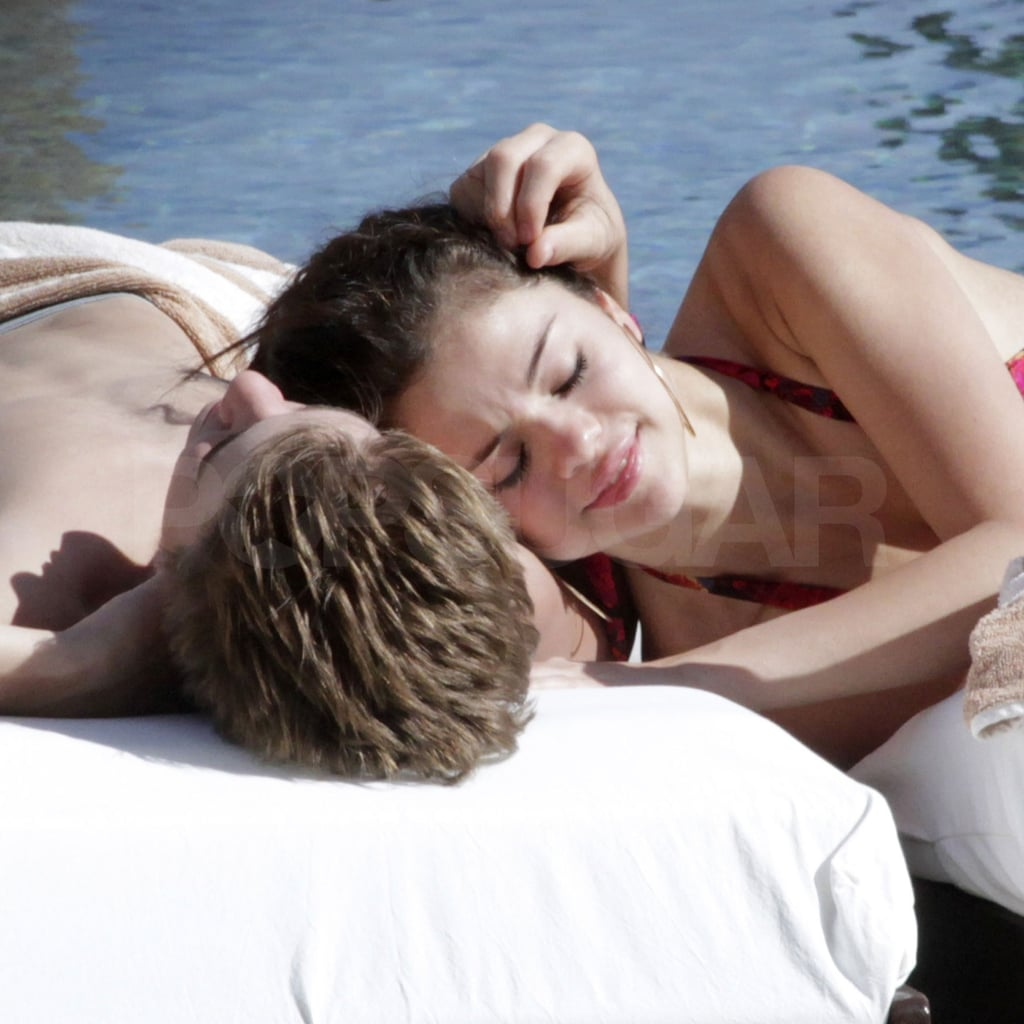 Justin bieber and selena gomez having sexs in bed pictures