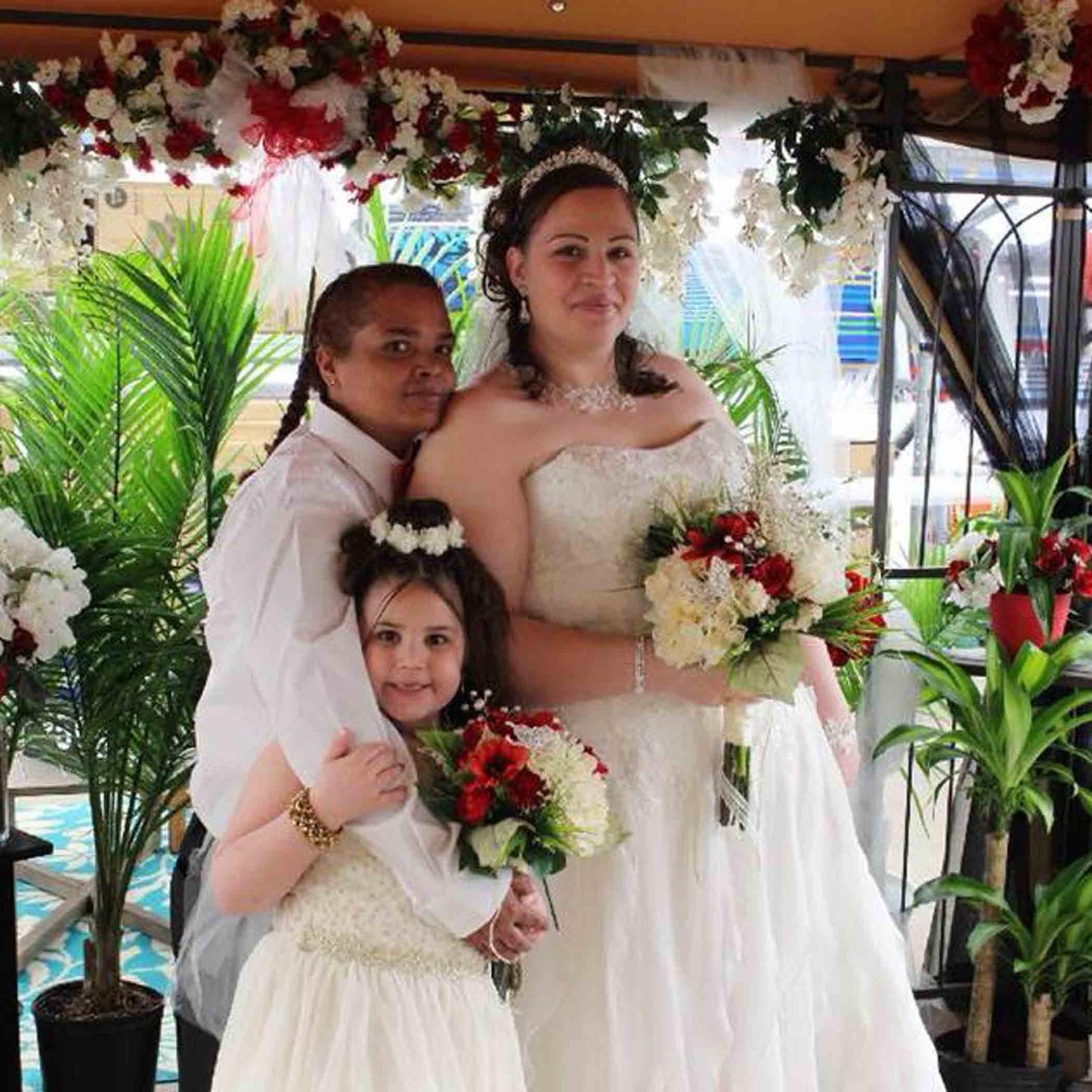 Couple Gets Married In Walmart Popsugar Family