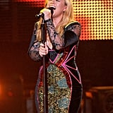 Kelly Clarkson gave an emotional performance.