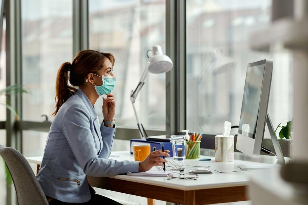 الإمارات تسمح بعمل المزيد من الموظفين من مكاتبهم في دبي