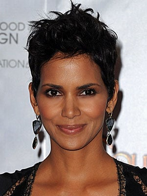 Halle Berry at the 2010 Golden Globe Awards