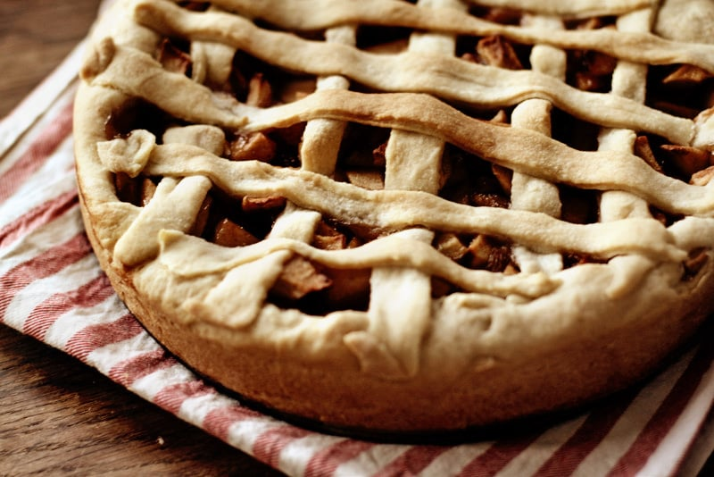 It doesn't get more classic than a slice of apple pie, but how about when that slice is vegan? This vegan apple pie is full of spices that will remind guests of Fall, like cinnamon, nutmeg, and allspice. Source: Flickr user suzettesuzette