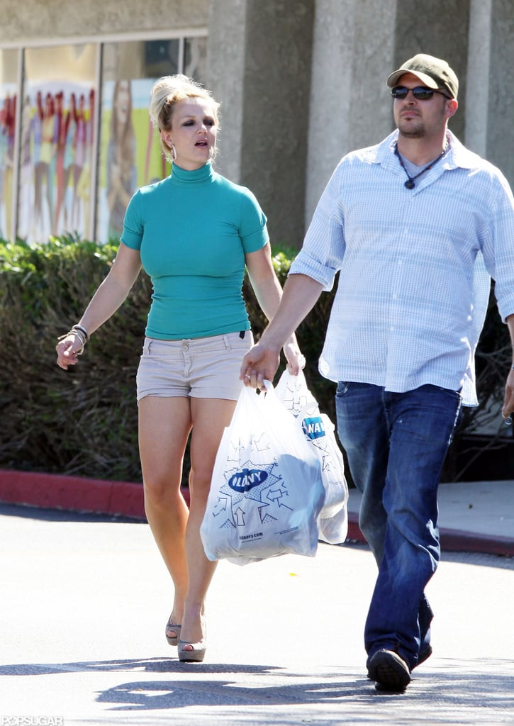 Britney Spears got some help with her bags.
