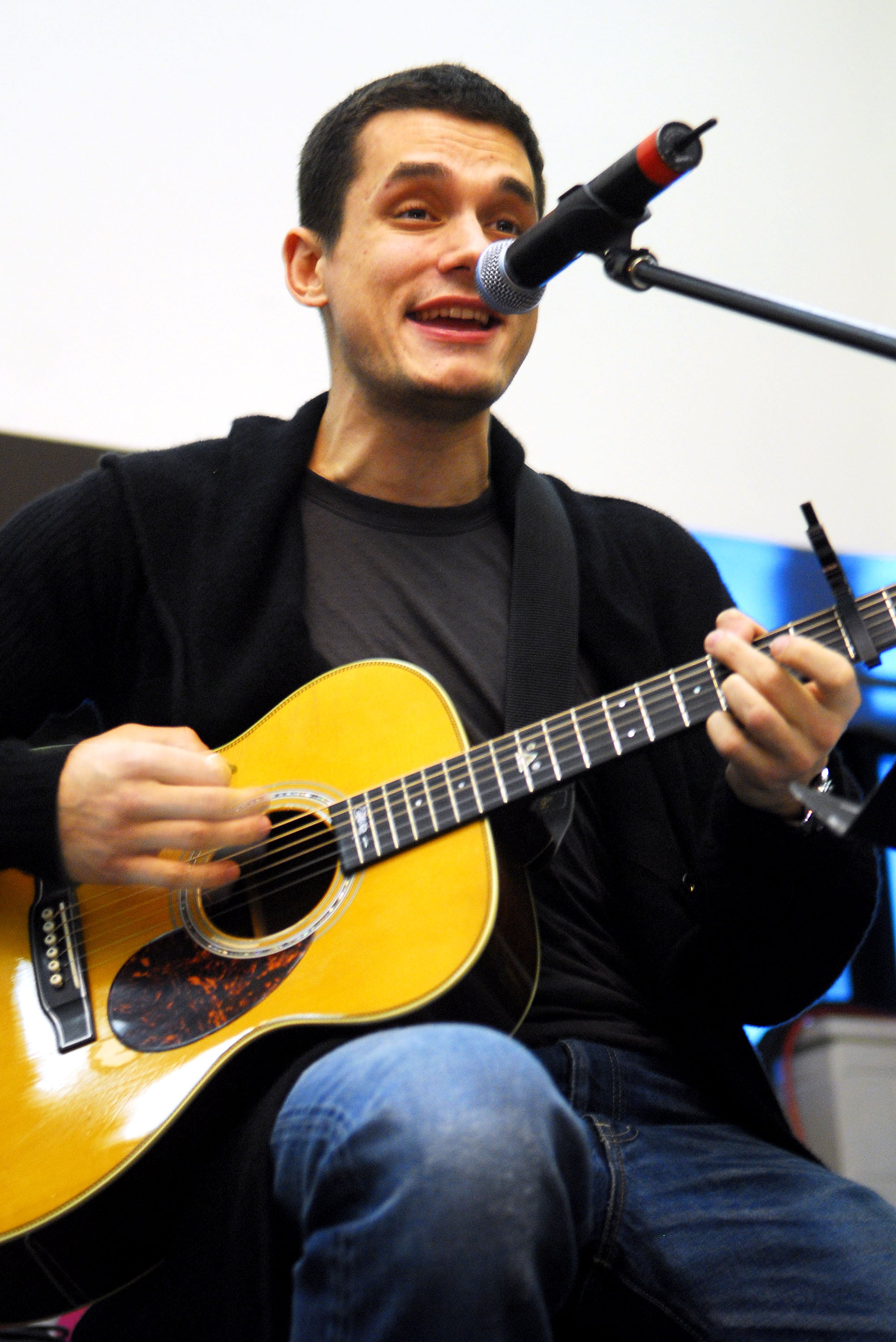 Photos Of John Mayer Playing The Guitar At A Children S
