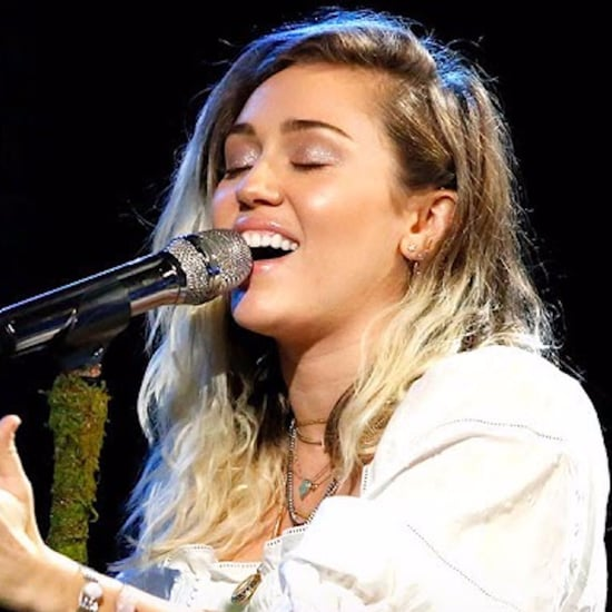 "Miley Cyrus ""Malibu"" Performance on The Voice 2017"