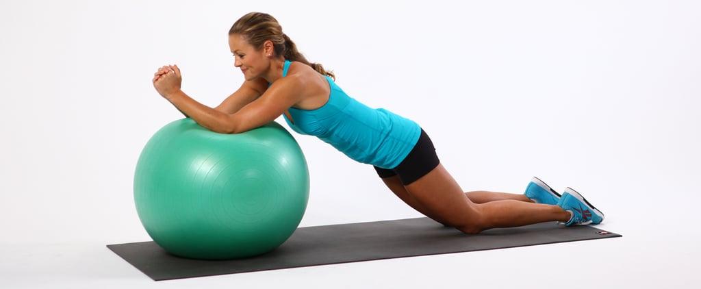 Definiert eure Bauchmuskeln mit einem Gymnastikball und dieser Übung