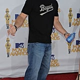 Mark Wahlberg loves fitted t-shirts — they make his guns stand out! — baggy jeans, and funky sneakers. It must be the old hip-hop influence.