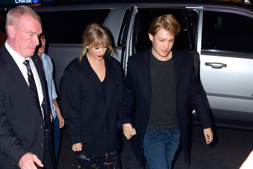 Taylor Swift's Electric Green Manicure