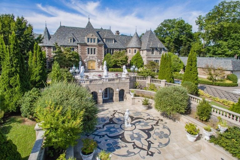 The great gatsby movie house for sale popsugar home Great gatsby house tour