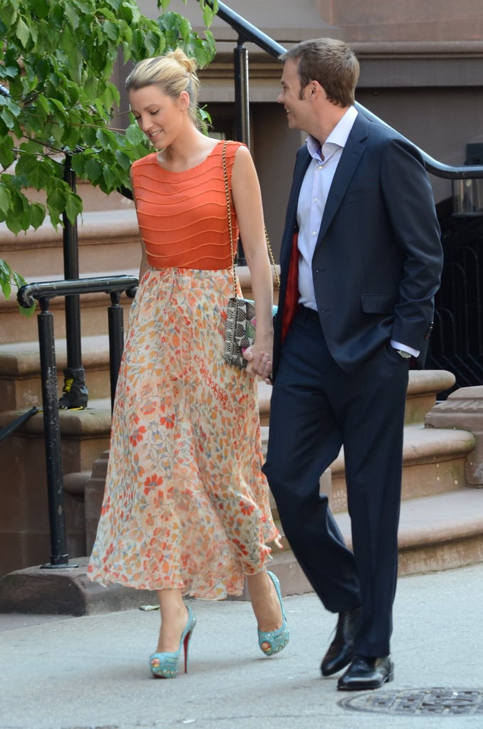 Blake Lively continued work on the sixth season of Gossip Girl yesterday in NYC. She was joined by 7th Heaven's Barry Watson, who's playing her love interest in the new episodes. After kicking off her shoot in a blue Marc by Marc Jacobs dress, Blake changed into an Alice + Olivia orange top, printed skirt, and sky-high Louboutin heels to hit the sidewalks. Blake's no stranger to high-fashion labels and, in fact, was recently announced as the face of Gucci's Première fragrance. She was formerly in the ads for Chanel's Mademoiselle bag line, and apparently Chanel designer Karl Lagerfeld doesn't mind sharing. Reports suggested a rift between Blake and Chanel, but those stories were shot down by Karl's company.