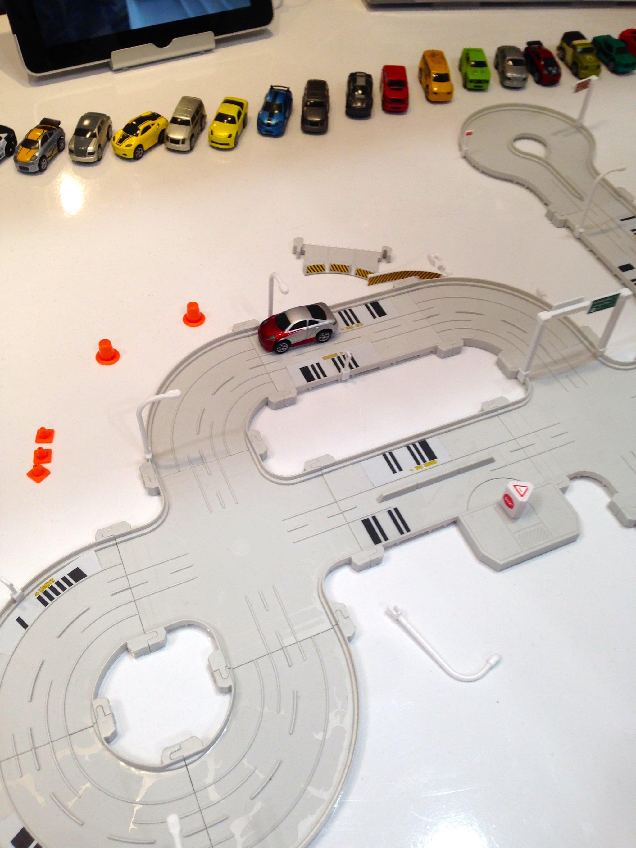 Hexbug's Tagamoto Race Track