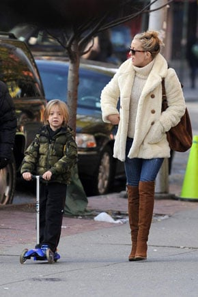 Lil Links: Kate and Ryder Scoot Along
